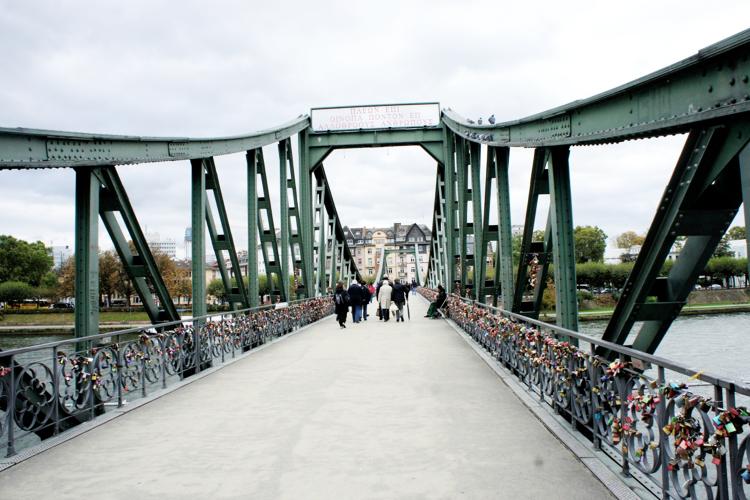 eiserner-steg-sightseeing-frankfurt