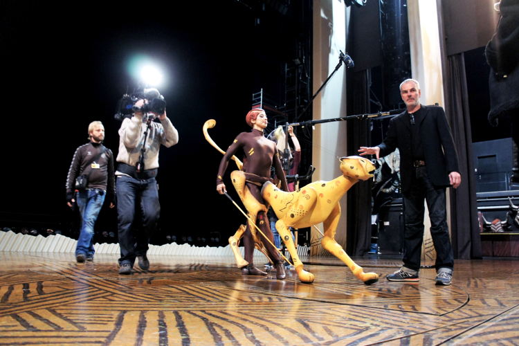 bühne könig der löwen hamburg