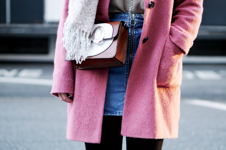 Outfit mit Crossbody Bag Mantel
