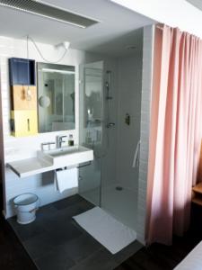 Hotel Schani Badezimmer Zimmer