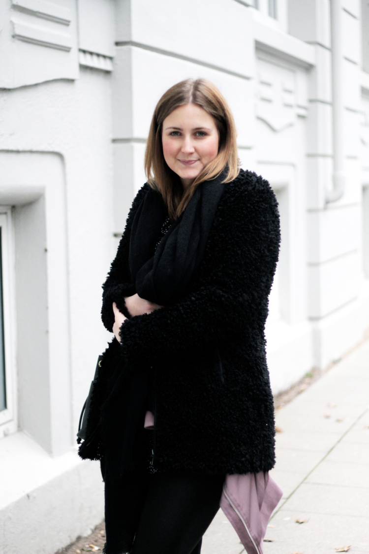 All Black-Look Streetstyle Blogger