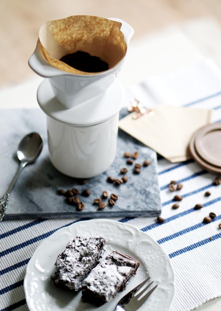 Porzellan handgebrühter Kaffee
