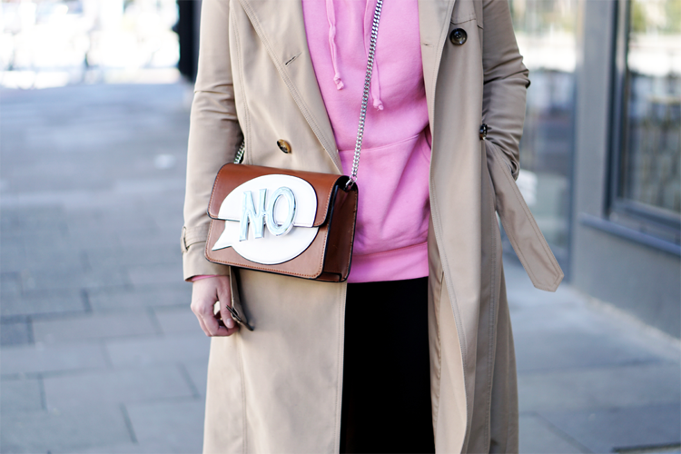 Streetstyle Details Comicbag pink Hoodie Trenchcoat Fashionblogger
