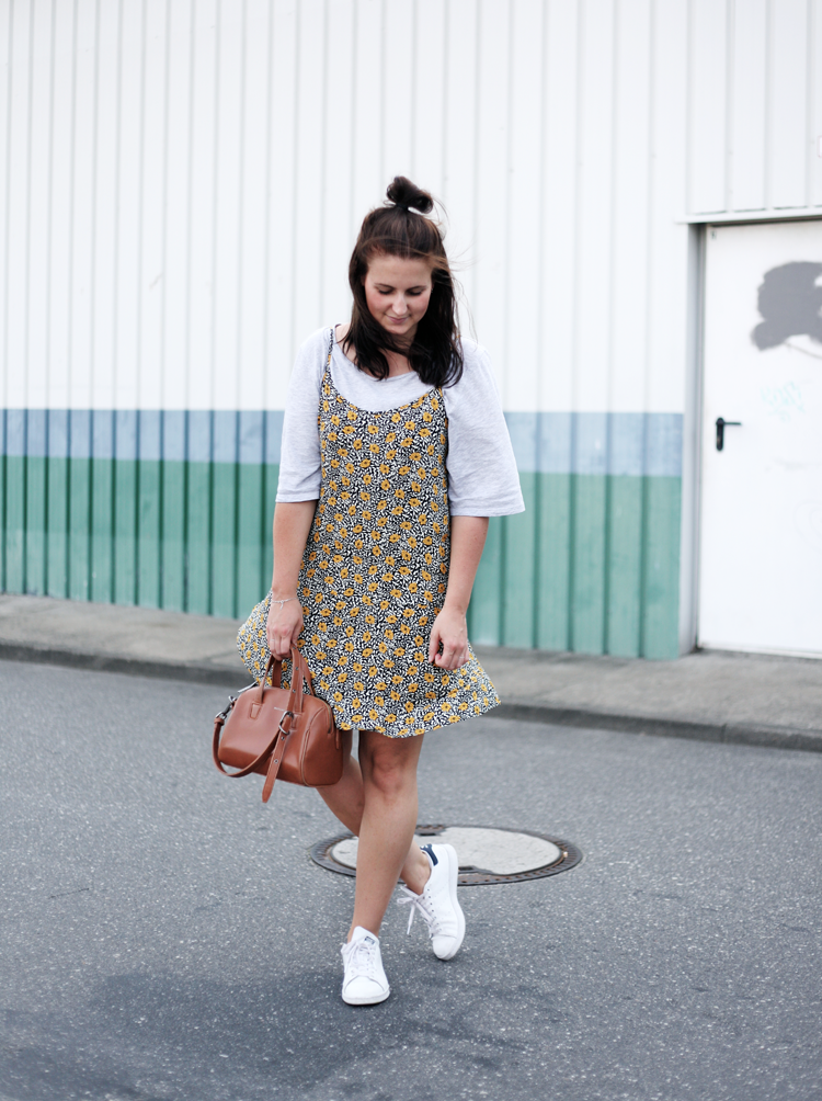 Slipdress Streetstyle Details Flowerprint Matt & Nat Bag